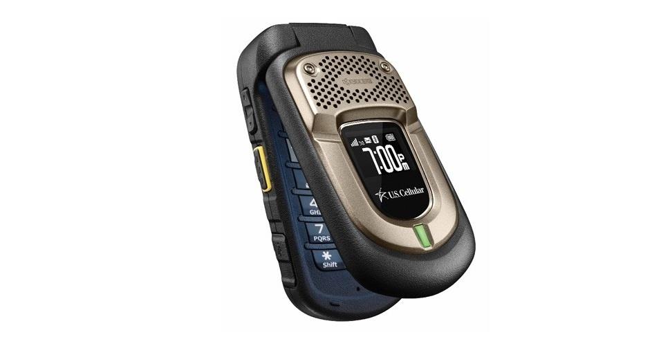 26.fev.2013 - Ainda há quem aposte nos celulares mais básicos. A fabricante de eletrônicos Kyocera se encaixa nesse grupo. A empresa lançou o celular DuraPro, de flip. O aparelho possui uma câmera de 3.2 megapixels, é resistente à água, poeira e impacto. O preço é tão simples quando o produto: US$ 100 (cerca de R$ 200)