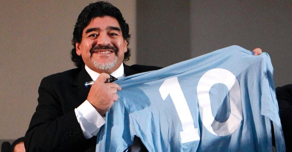 26.fev.2013 - Diego Maradona voltou à Itália e pediu para ter trânisto livre no país