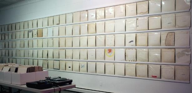 """A """"We Buy White Albums"""" fica em cartaz no Soho até o dia 8 de março - Rutherford Chang, cortesia de www.recessart.org"""
