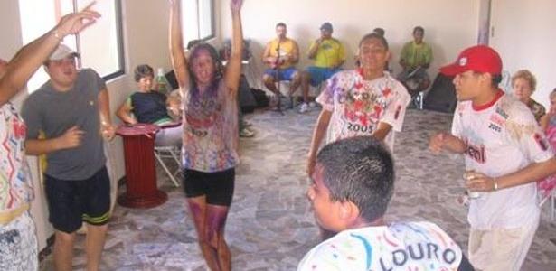 Kamilla leva trote de família e amigos ao passar na Universidade Federal do Pará