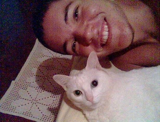 Nasser postou foto de seu gato de estiimação no flogão