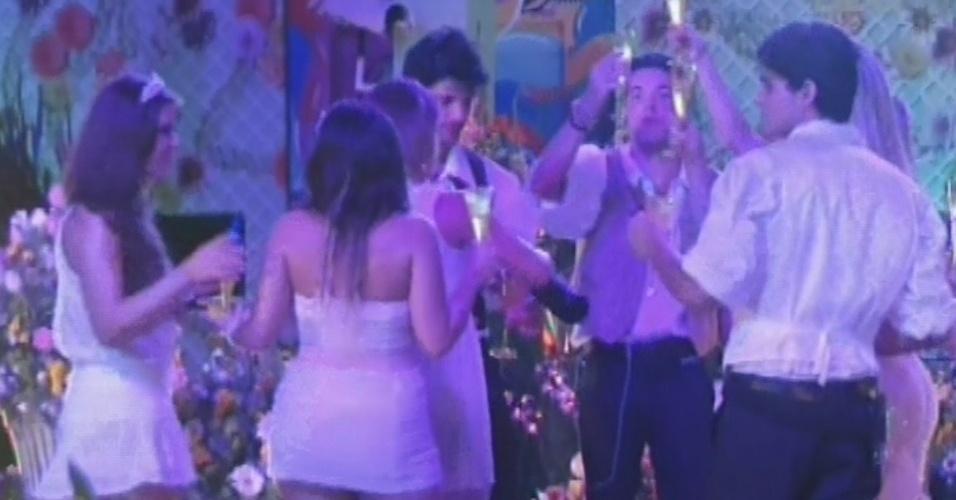 27.fev.2013 - Brothers dançam na pista na festa Flores