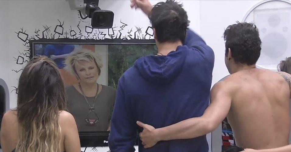 27.fev.2013 - Brothers são acordados por Ana Maria e Louro José nesta quarta-feira