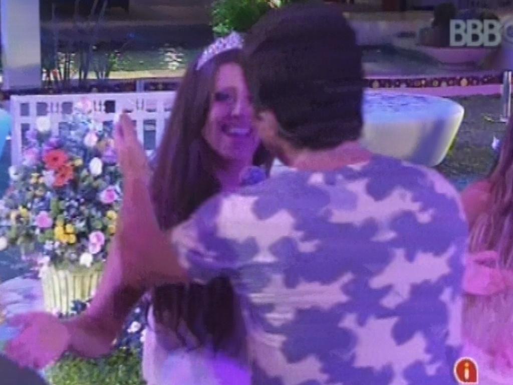 27.fev.2013 - Daniel dá microfone para Andressa cantar trecho de