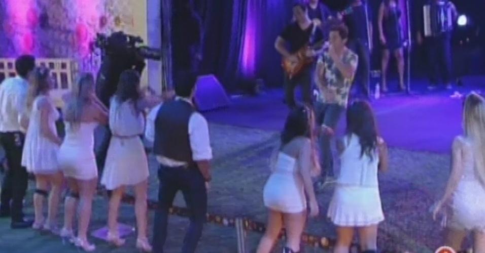 """27.fev.2013 - Daniel se apresenta na festa Flores. Ele tocou sucessos como """"Eu Me Amarrei"""", """"Adoro Amar Você"""" e """"Evidências"""""""