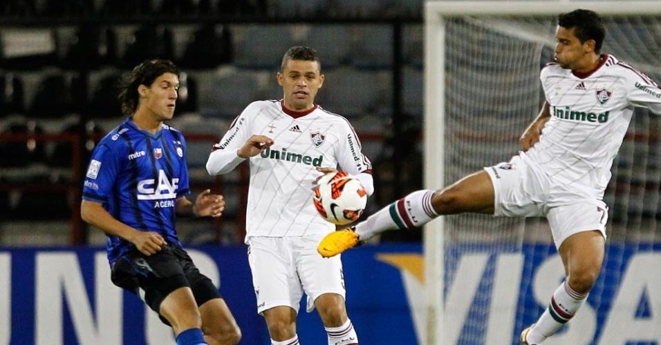 27.fev.2013 - Jean afasta bola na partida entre Huachipato e Fluminense pela Libertadores
