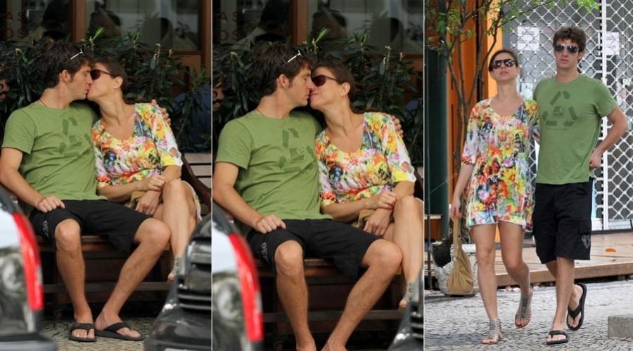 27.fev.2013 - Maria Paula trocou beijos com o namorado, o americano Nathan, na porta de um restaurante do Leblon, zona sul do Rio