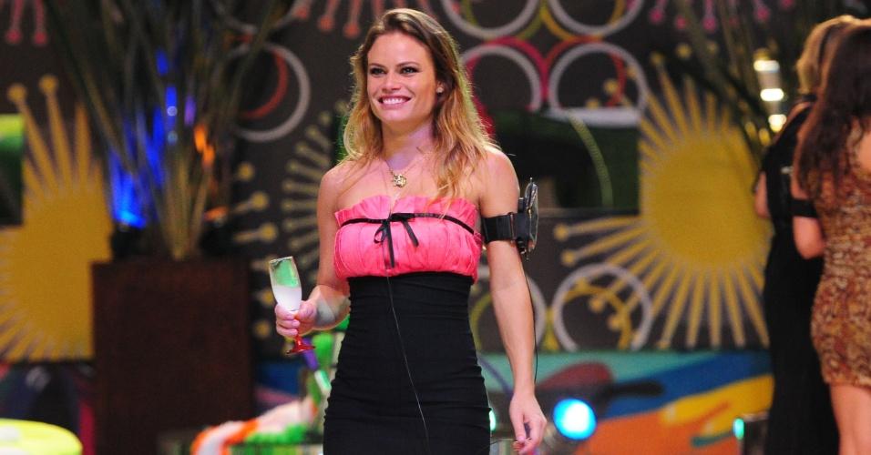 """Natália, 27, é de Passo Fundo, no Rio Grande do Sul, e já esteve no """"BBB8"""". Ela já fez dois ensaios para a """"Playboy"""", sendo um com Fani"""