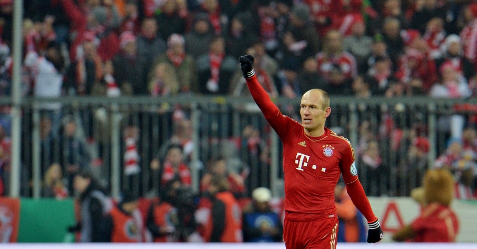 27.fev.2013 - Robben, do Bayern de Munique, comemora seu gol no duelo contra o Borussia Dortmund, pela Copa da Alemanha