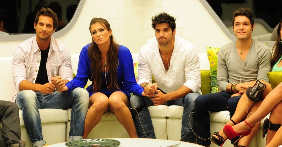 26.fev.2013 - Eliéser, Kamilla, Marcello e Nasser aguardam o resultado do sétimo paredão