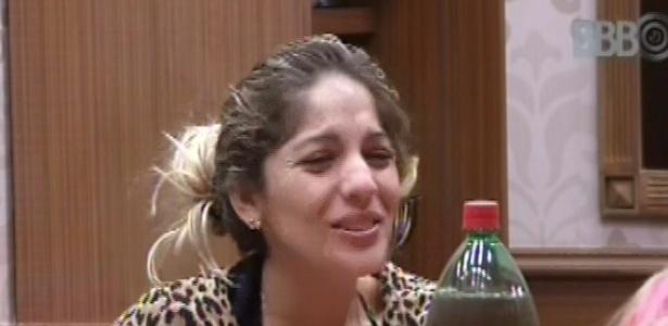 28.fev.2013 - Anamara ri ao ouvir Fani dizendo que a música: