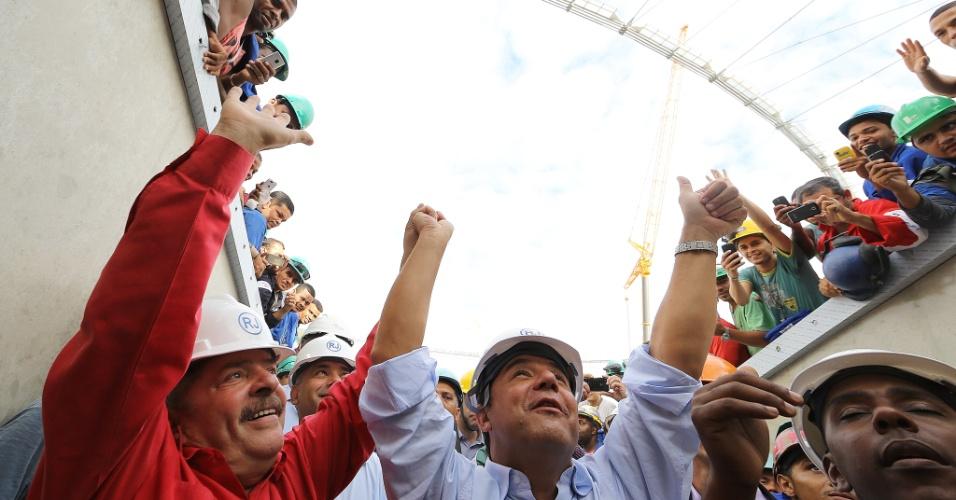 28.fev.2013 - Ex-presidente Lula (esquerda) visita obras do estádio do Maracanã, ao lado do governador do Rio, Sérgio Cabral (PMDB)