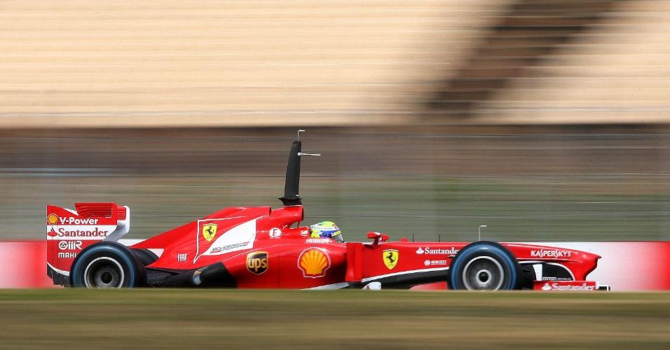 28.fev.2013 - Felipe Massa teve bom desempenho no asfalto molhado de Barcelona e foi o segundo mais rápido pela manhã nos testes coletivos