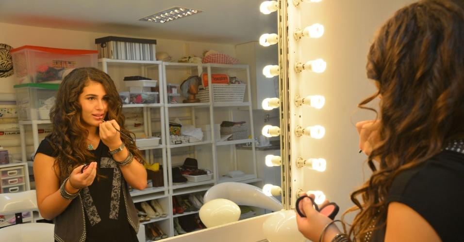 28.fev.2013 - Lívian Aragão posou com exclusividade para o UOL no estúdio de sua mãe, Lílian, localizado na Barra da Tijuca, zona oeste do Rio. Aos 13 anos, a adolescente já fez curso de teatro em Nova York