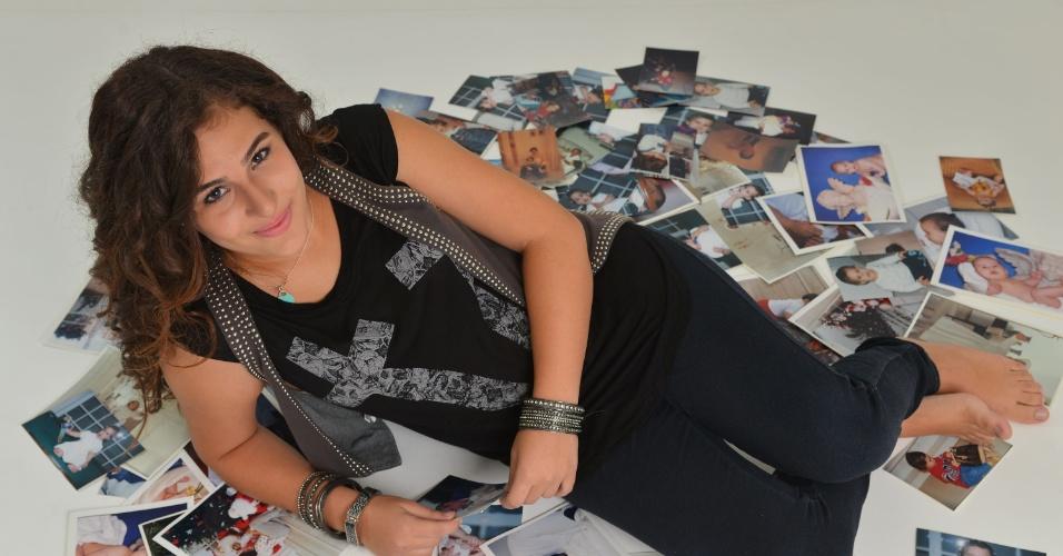 """28.fev.2013 - Lívian Aragão posou com exclusividade para o UOL no estúdio de sua mãe, Lílian, localizado na Barra da Tijuca, zona oeste do Rio. Aos 13 anos, a adolescente revelou que assiste aos vídeos dos Trapalhões na internet: """"Eles eram muito engraçados"""""""
