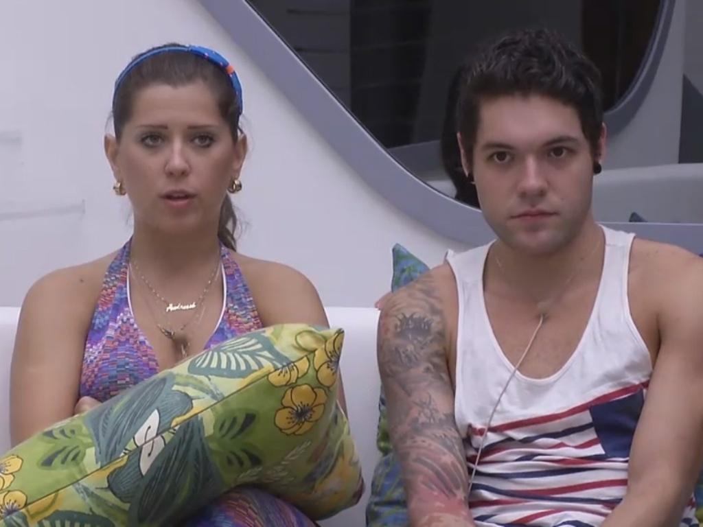 28.fev.2013 - O casal Andressa e Nasser esperam o início do programa ao vivo