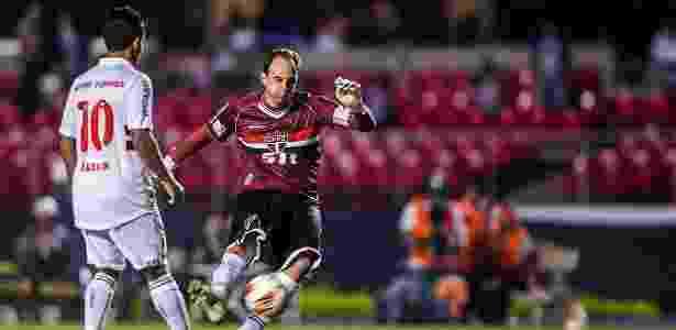 Rogério Ceni já usou uma camisa bordô: o fato se deu na Libertadores 2013 - Leonardo Soares/UOL