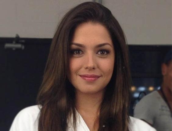 """28.fev.2013 - Thaís Fersoza posa nos bastidores de gravação de """"Dona Xepa"""""""