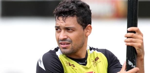 Éder Luis participa de treino do Vasco