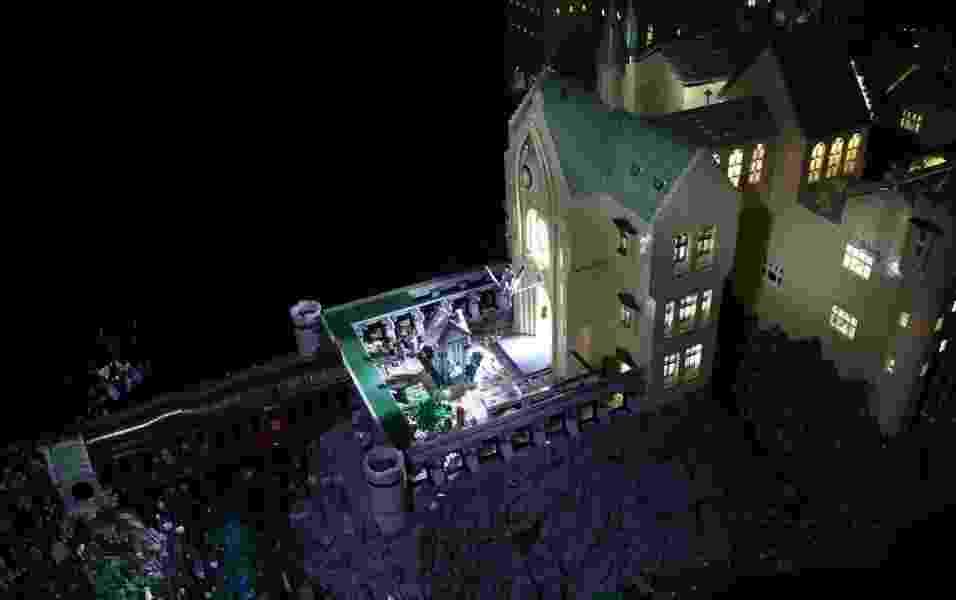 Luzes acesas dentro de maquete de Hogwarts feita com Lego - Bippity Bricks/Flickr