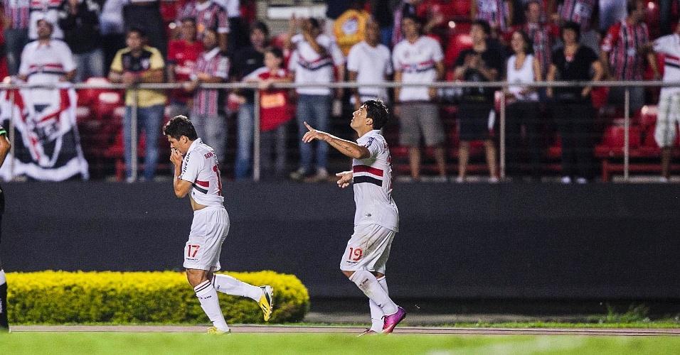 Osvaldo e Aloísio comemoram gol do São Paulo contra o The Strongest (BOL), em duelo no Morumbi