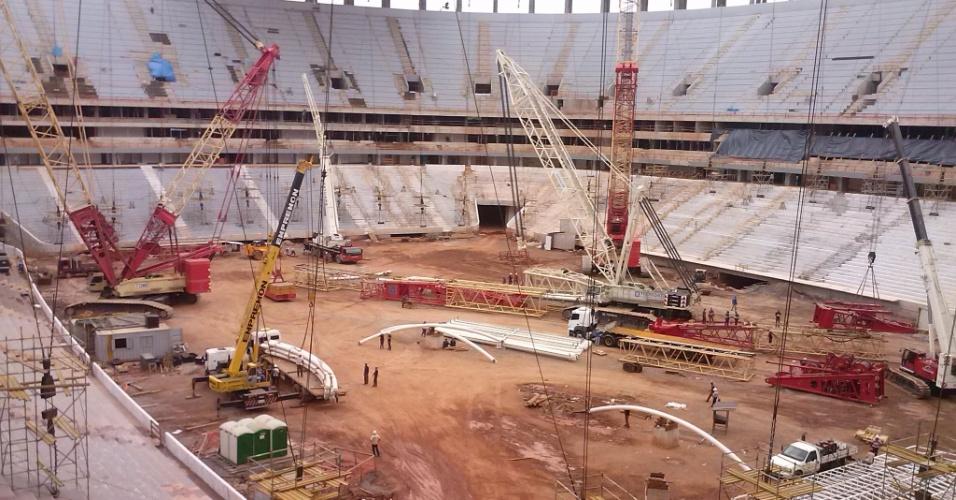 1º de março de 2013 - Segundo o governo do DF, obra do Mané Garrincha avançou 1% em fevereiro
