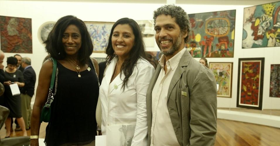 1.mar.2013 - Glória Maria, Regina Casé e seu marido Estevão Ciavatta na cerimônia de inauguração do Museu de Arte do Rio (MAR), na Praça Mauá, no centro do Rio de Janeiro