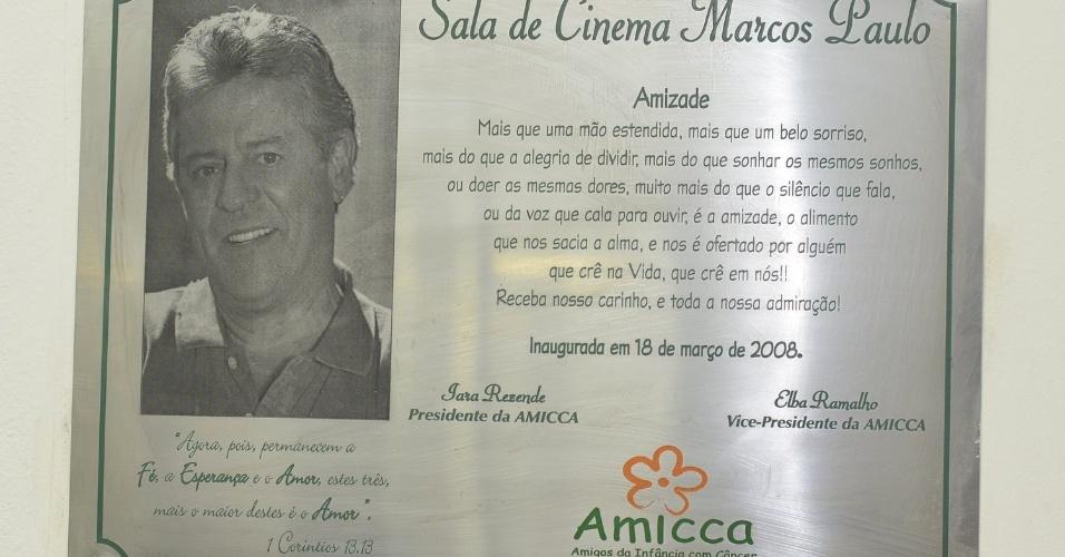 1.mar.2013 - Detalhe da placa em homenagem ao ator e diretor Marcos Paulo