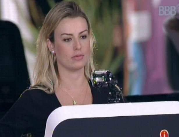 1°.mar.2013 - Fernanda continua na disputa pela prova do anjo, apenas com Nasser