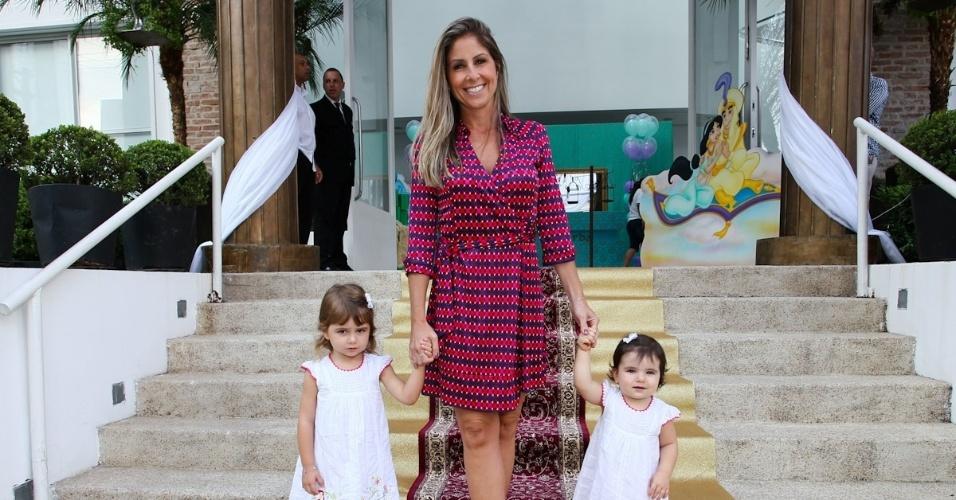 1.mar.2013 - Patricia Maldonado prestigiou a festa de aniversário de Maria Eduarda, filha de Eduardo Guedes, em São Paulo
