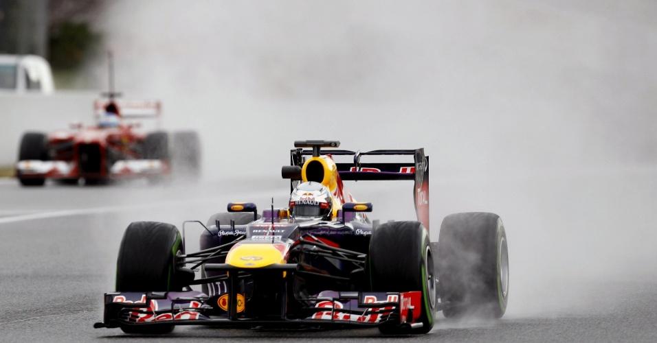1.mar.2013 - Piloto alemão Sebastian Vettel, tricampeão da Fórmula 1, testa seu carro durante os treinos em Barcelona