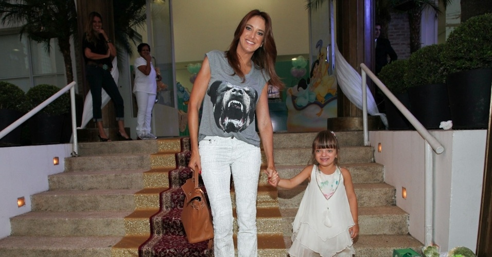 1.mar.2013 - Ticiane Pinheiro e Rafaella Justus prestigiaram a festa de aniversário de Maria Eduarda, filha de Eduardo Guedes, em São Paulo
