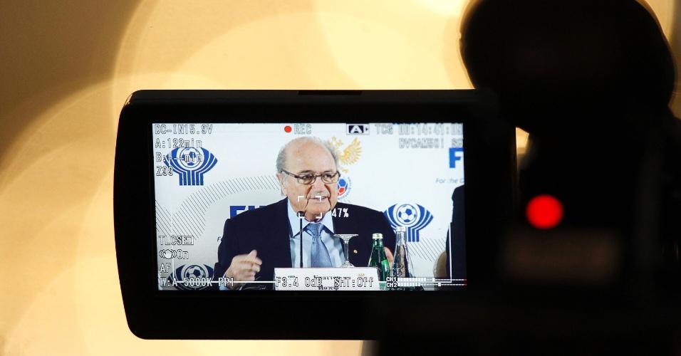 20.jan.2013 - Joseph Blatter, presidente da Fifa, é filmado durante evento da entidade em São Petersburgo, na Rússia