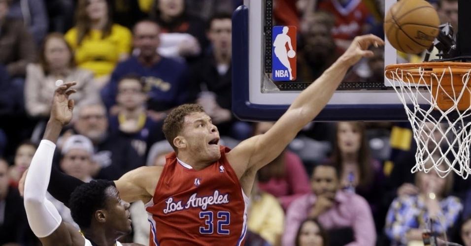 28.fev.2013 - Blake Griffin faz jogada na vitória do Los Angeles Clippers sobre o Pacers