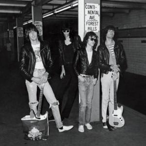 5f265ebf67be1 10 anos da morte de Johnny Ramone  relembre a trajetória do guitarrista