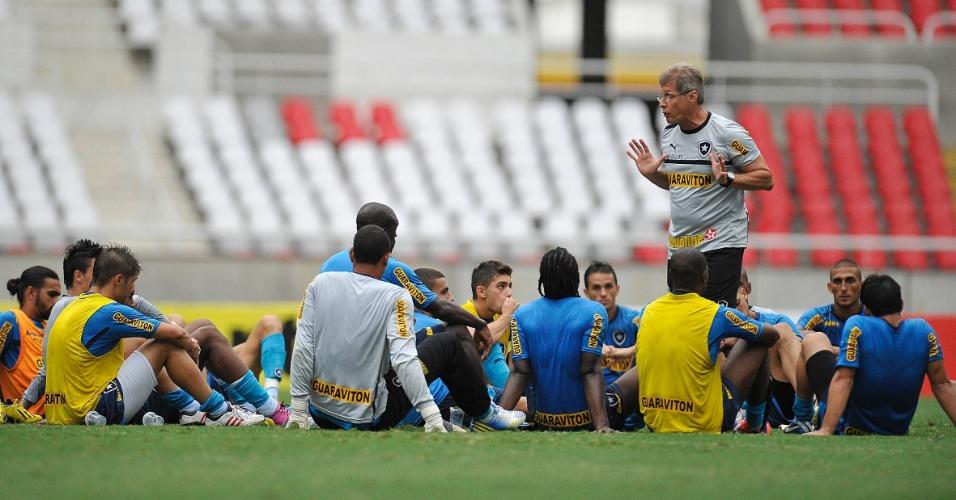 Oswaldo de Oliveira comanda treino do Botafogo no campo principal do Engenhão