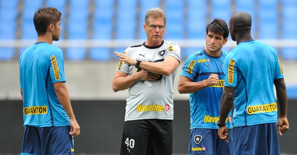 Oswaldo de  Oliveira coversa com Seedorf, Lodeiro e Fellype gabriel em treino do Botafogo