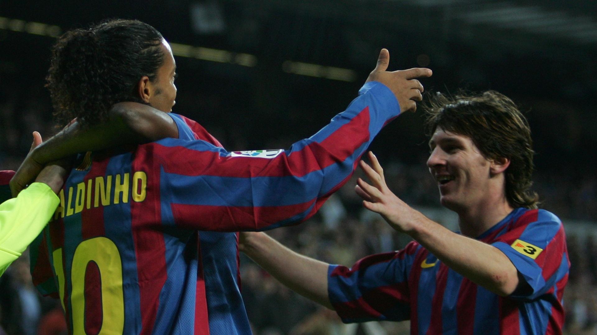 19.nov.2005 - Messi estreou pelo Barcelona em clássico contra Real Madrid em dia de show de Ronaldinho