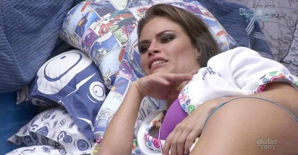 2.mar.2013 - Em conversa sobre relacionamentos, Natália diz que irá ouvir críticas pelo término com o empresário Edoardo Hauer, porque ele era o