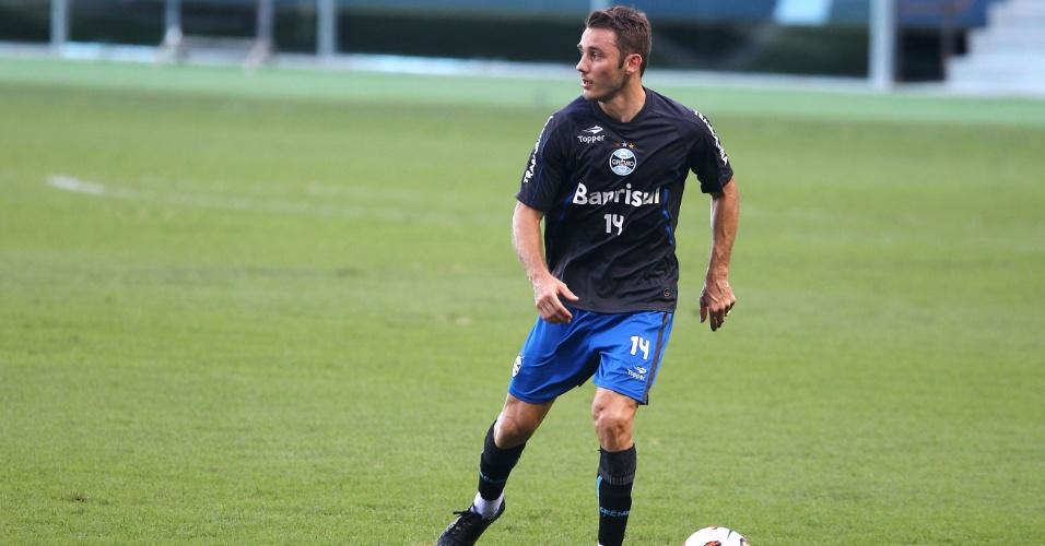 Fábio Aurélio participa de treinamento do Grêmio e está liberado para jogar (01/03/2013)