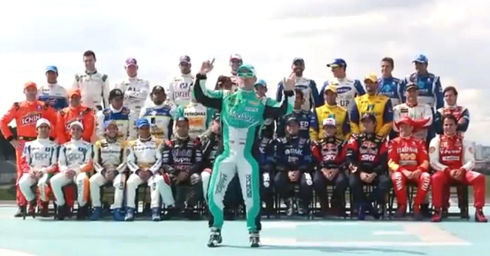 Rubens Barrichello dança o Harlen Shake na Stock Car