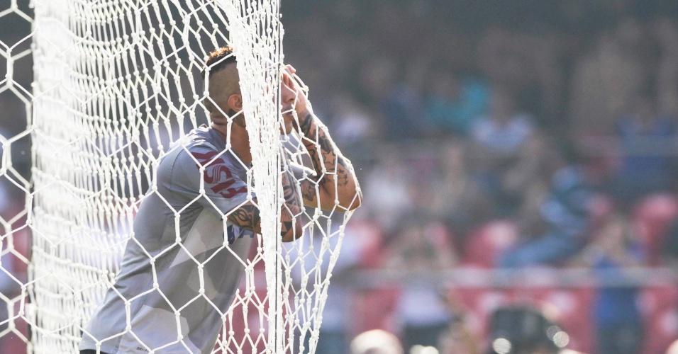 03.mar.2013 - Guerrero lamenta chance desperdiçada no clássico entre Corinthians e Santos