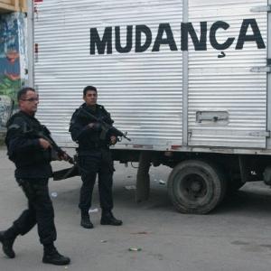 Opera 231 227 O Policial Prende 14 Pessoas Em Ocupa 231 227 O De Favelas Na Zona Norte Do Rio Not 237 Cias
