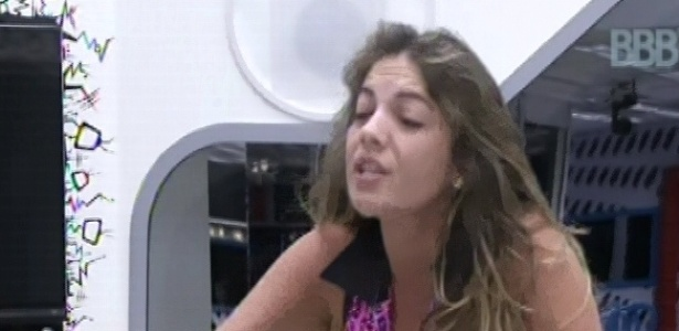 3.mar.2013 - Anamara também se intromete na briga e xinga Marcello