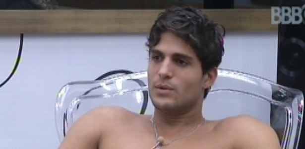 3.mar.2013 - André conversa com Nasser e Fernanda no quarto do líder