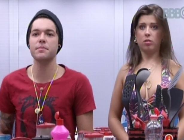 """3.mar.2013 - Nasser e Andressa tomam café da manhã e o gaúcho comenta que briga de Marcello e Kamilla por louça foi """"estúpida"""""""
