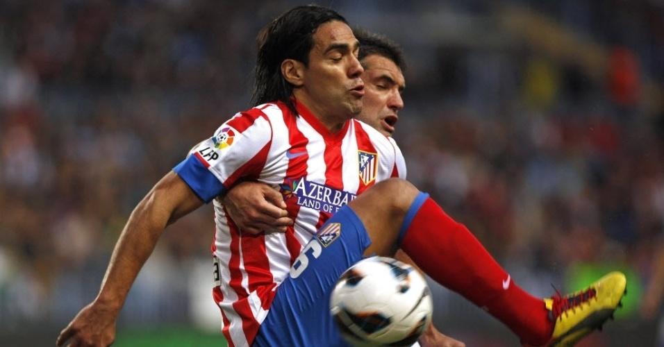 Atacante Falcao García, do Atlético de Madrid, não conseguiu superar a defesa do Málaga; jogo terminou empatado por 0 x 0