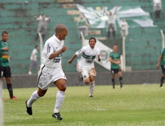 O meia Alex fez o gol do título do primeiro turno do Paranaense para o Coritiba
