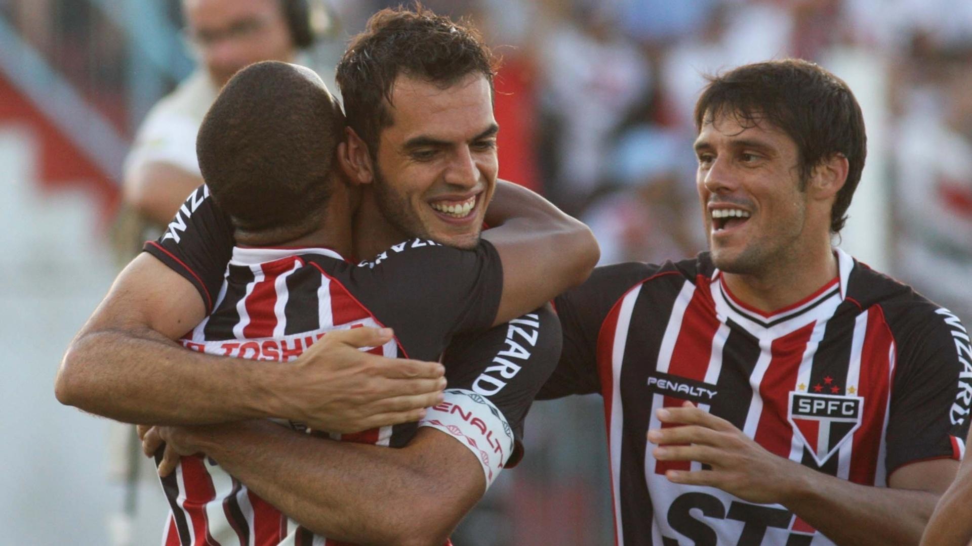 Rhodolfo e Ademilson (esq.) marcaram os gols do São Paulo no jogo contra a Penapolense, fora de casa