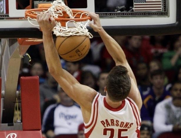 03.mar.2013 - Chandler Parsons foi o destaque dos Rockets no incrível triunfo sobre o Dallas por 136 a 103: ele teve 32 pontos